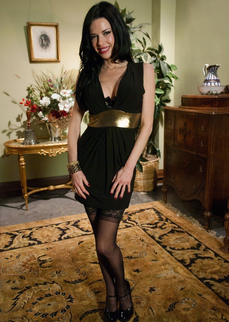Veronica avluv the lonely housewife